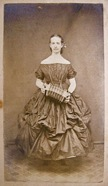 Woman_with_concertina